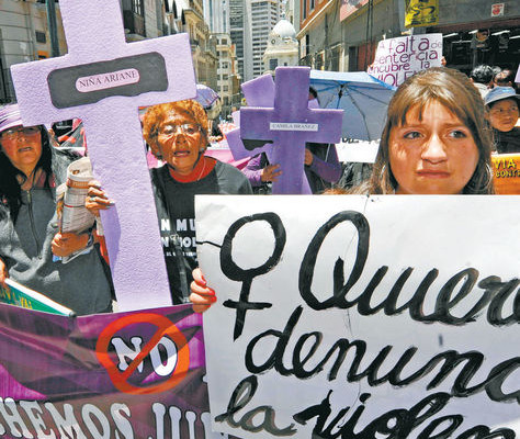 Mujeres  marchan en La Paz