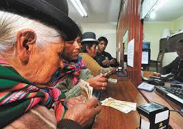 Adultos mayores cobro Renta Dignidad - Agencias