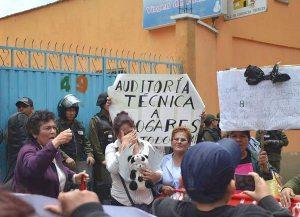 Movilización en puertas del Centro Virgen de Fátima Obrajes -  La Paz